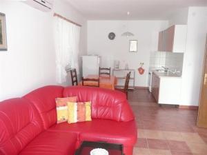 Apartment in Rab/Insel Rab 16212, Ferienwohnungen  Barbat na Rabu - big - 2