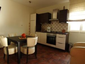 One-Bedroom Apartment in Barbat I, Apartments  Barbat na Rabu - big - 14