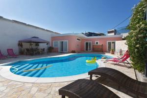 Apartment Supavla With Swimming Pool
