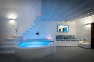 Fira White Residence (Fira)