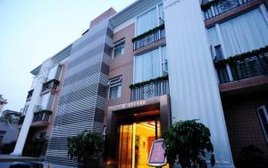 Chengdu Huanbian Art Hotel