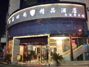 Luojing Modern Hotel
