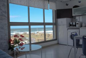 Beachfront Boutique Apartment Bat Yam, Бат-Ям