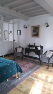 Demeure de Villiers, Bed and Breakfasts  Coudeville - big - 48