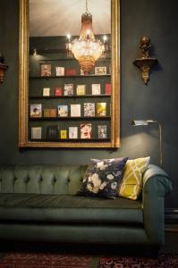 Luxury Suite (book theme)