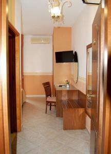 Hotel Ristorante Donato, Hotely  Calvizzano - big - 37