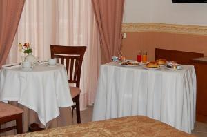 Hotel Ristorante Donato, Hotely  Calvizzano - big - 36