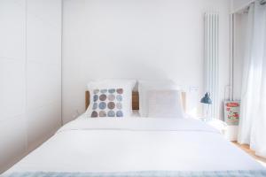 2 Bedroom Rue Manin