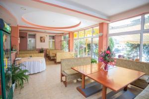Family Hotel Bohemi, Hotels  Ravda - big - 63