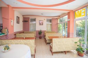 Family Hotel Bohemi, Hotels  Ravda - big - 65