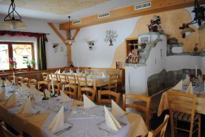 Hotel Gasthof Seeblick, Penzióny  Zeutschach - big - 32
