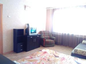 Апартаменты 6-ый Микрорайон 27, Апартаменты  Тихвин - big - 3
