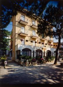 Hotel Tonti, Hotely  Misano Adriatico - big - 1