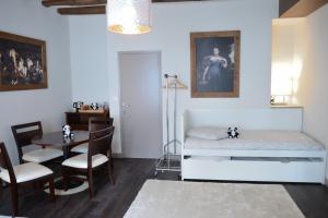 Maison du chatelain, Penziony  Saint-Aignan - big - 3