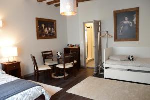 Maison du chatelain, Penziony  Saint-Aignan - big - 18