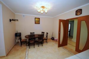 Elena Guest House, Vendégházak  Jevpatorija - big - 7