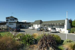 高山汽車旅館 (Alpine Motel)