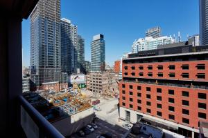 Atlas Suites Furnished Apartments- Rogers Center, Downtown Toronto, Apartmány  Toronto - big - 2