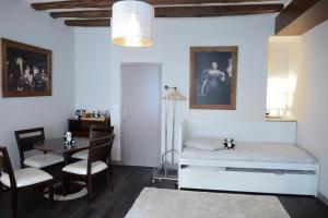 Maison du chatelain, Penziony  Saint-Aignan - big - 59