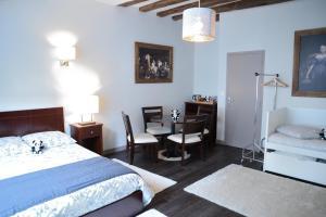 Maison du chatelain, Penziony  Saint-Aignan - big - 1