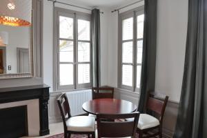 Maison du chatelain, Penziony  Saint-Aignan - big - 20