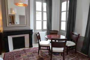 Maison du chatelain, Penziony  Saint-Aignan - big - 22