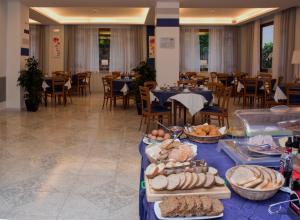 Hotel Leone, Szállodák  Sorrento - big - 155