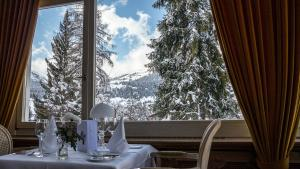Romantik Hotel Schweizerhof, Hotely  Flims - big - 57