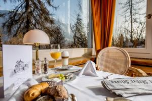 Romantik Hotel Schweizerhof, Hotely  Flims - big - 66