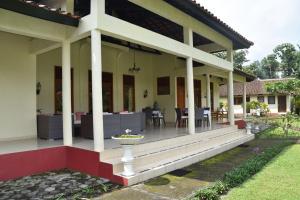 Guesthouse Rumah Senang, Гостевые дома  Kalibaru - big - 78