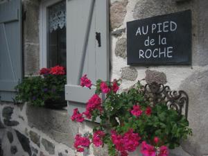 Au Pied de la Roche - Apartment - Roche-en-Régnier