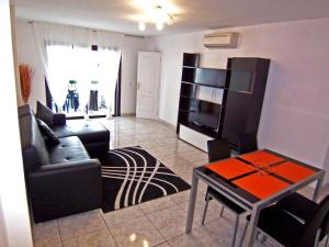 Sunset Bay Self-catering Apartments, Apartments  Adeje - big - 2