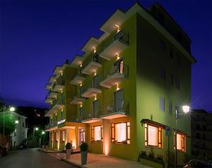 Hotel Leone, Szállodák  Sorrento - big - 122