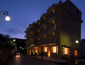 Hotel Leone, Szállodák  Sorrento - big - 48