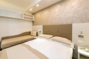Hotel Touring, Hotely  Lido di Jesolo - big - 38