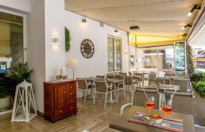 Hotel Touring, Hotely  Lido di Jesolo - big - 80