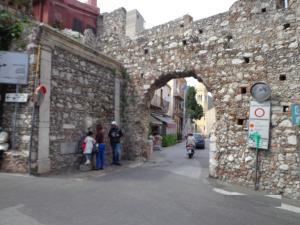 Casa Fabiana, Apartmanok  Taormina - big - 44