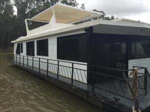Dinky Di House Boats