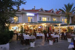Dedeminn Marina Hotel