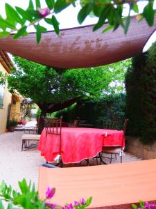 Aux Amandiers, Bed and Breakfasts  Fréjus - big - 18