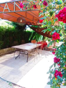 Aux Amandiers, Bed and Breakfasts  Fréjus - big - 13