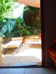 Aux Amandiers, Bed and Breakfasts  Fréjus - big - 14