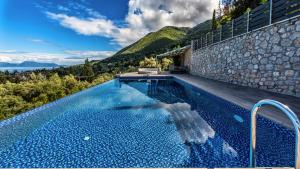 Luxurious Villa Kastro with Salt Water Swimming Pool, Ville  Nikiana - big - 67