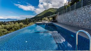 Luxurious Villa Kastro with Salt Water Swimming Pool, Ville  Nikiana - big - 59