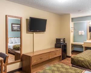 Econo Lodge Pryor, Hotels  Pryor - big - 12