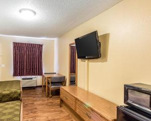 Econo Lodge Pryor, Hotels  Pryor - big - 11