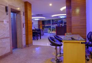 Hotel Regal Airport