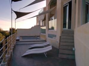 Blue Harbour B&B, Bed and breakfasts  Nadur - big - 20