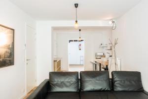 B006 Studio