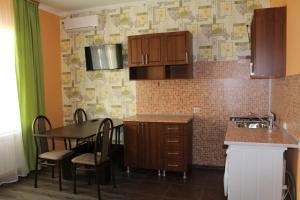 Alie Parusa Guest House, Guest houses  Adler - big - 23